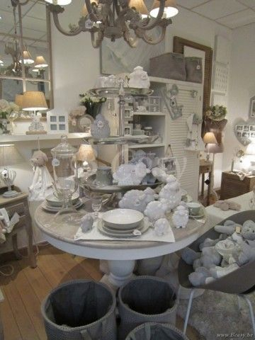 25 beste idee n over table ronde blanche op pinterest ronde stoel eames dineren en witte - Tafel bois blanc vieilli ...