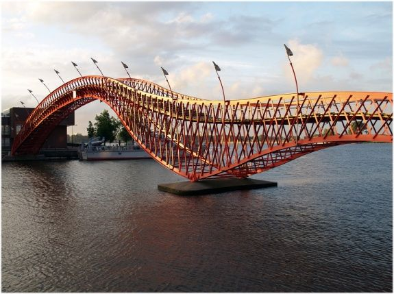 anaconda or python bridge, amsterdam... designed by architecture firm west 8, the bridge was built in 2001 and won the international footbridge award in 2002.