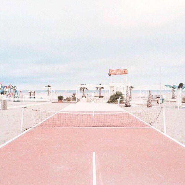 Pink tennis anyone? ☝️