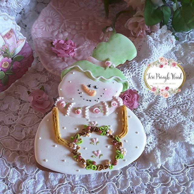 #gingerbread #keepsake #gift #royalicingcookies #customcookies #gingerbreadart #birthdaycookies #giftsforher #snowgirls #christmascookies #decoratedcookies #snowmancookie #gingerbreadgifts