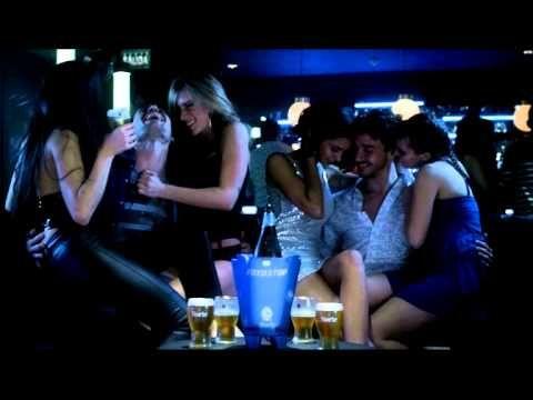 Cerveza ayudando a personas feas a tener relaciones sexuales desde