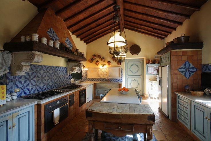 Kuchnia, otwarta kuchynia, kuchnia z jadalnią, styl wiejski, rustykalna kuchnia, wiejska kuchnia. Zobacz więcej na: https://www.homify.pl/katalogi-inspiracji/18054/kuchnia-laczona-z-jadalnia-7-pomyslow-na-piekna-i-funkcjonalna-przestrzen-dzienna