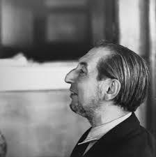 Carlo Scarpa (02 de junho de 1906 - 28 de novembro de 1978), era um italiano arquiteto , influenciado pela materiais, paisagem e da história da cultura veneziana e Japão. [ 1 ] Scarpa também foi um designer de vidro e móveis de nota.