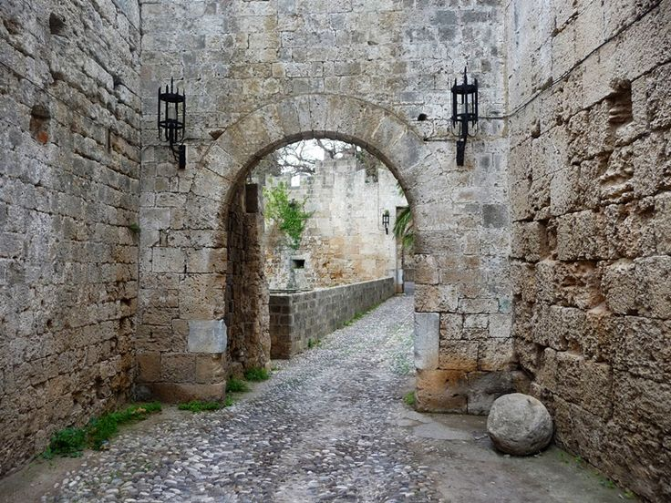 5 Amazing Things To See In Greece That You May Miss  Well number 1, is actually hard to miss if you are staying in the Medieval town and the magical atmposphere of Camelot Hotel!