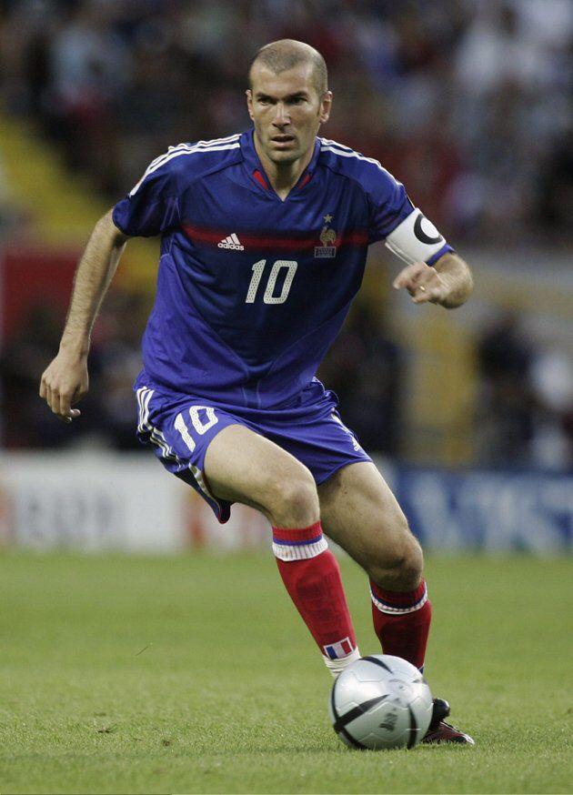 Medio Volante Ofensivo Central - Zinedine Zidane (Francia).