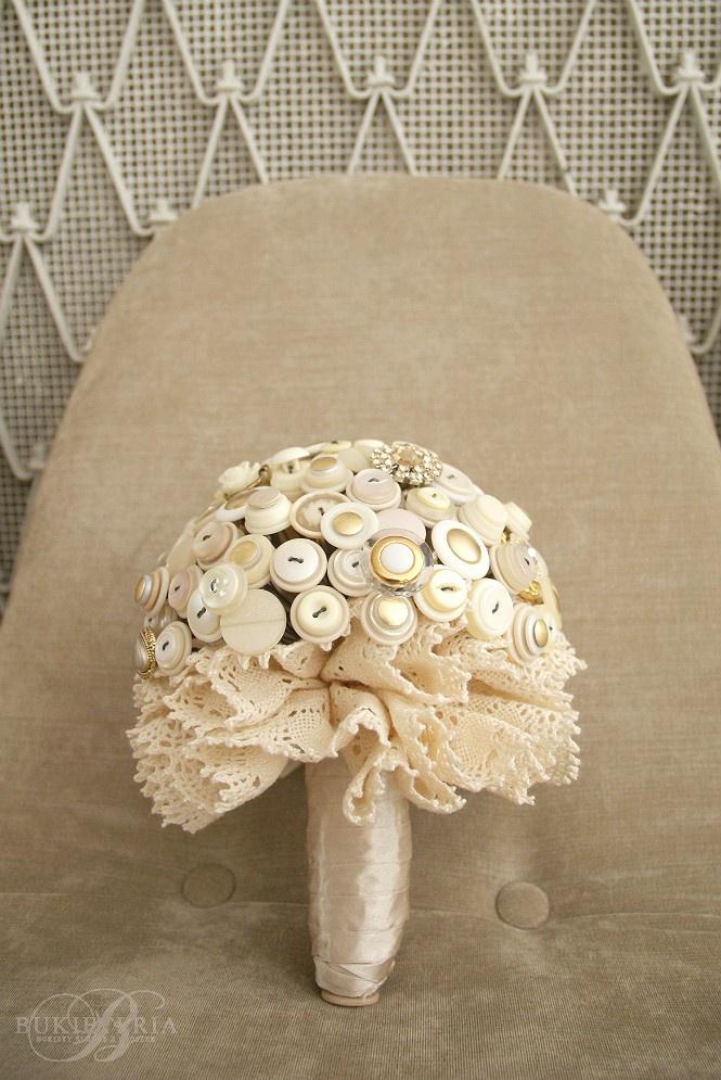 Ivory & gold button bouquet by Bukieteria (PL)