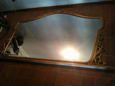 specchio con cornice in legno lavorato (mt 1,20 x 2,00) vendo a € 100. Giada.