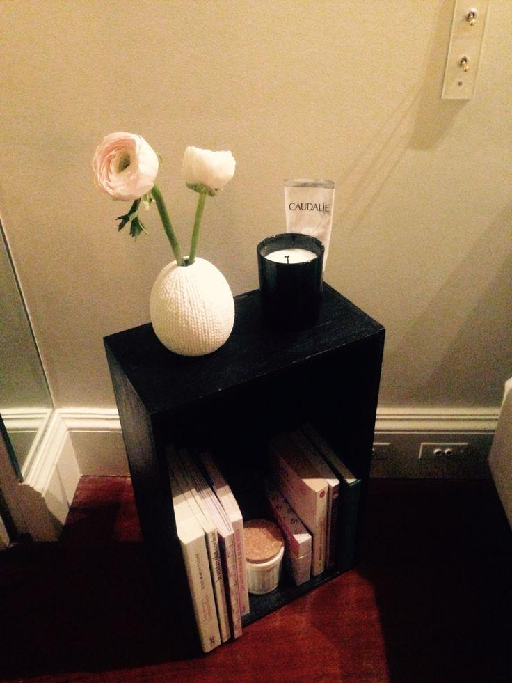 Caisse de vins peinte pour table de nuit