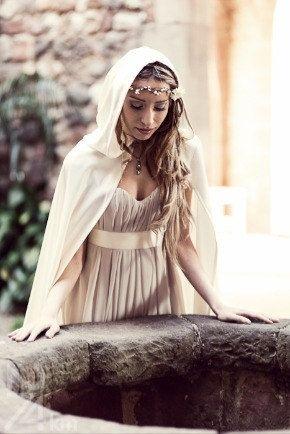 Capa de novia en piel de angel color blanco crudo por CostureroReal