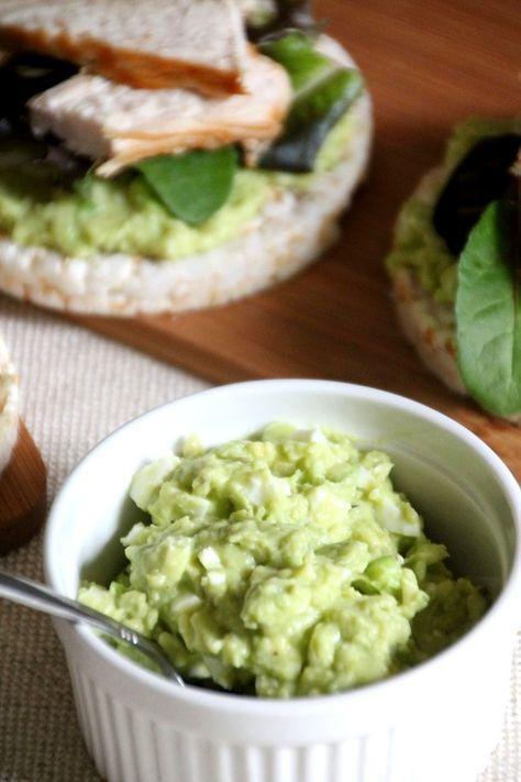 Gezonde eiersalade op basis van avocado, zonder mayonaise! Easy peasy, gezond en overheerlijk!