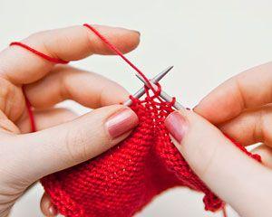 Stricken lernen: Verschränkte Maschen stricken - BRIGITTE