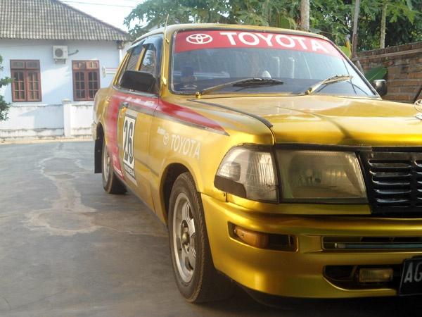 Toyota Corona 2000. #1977 #car #retro #photography