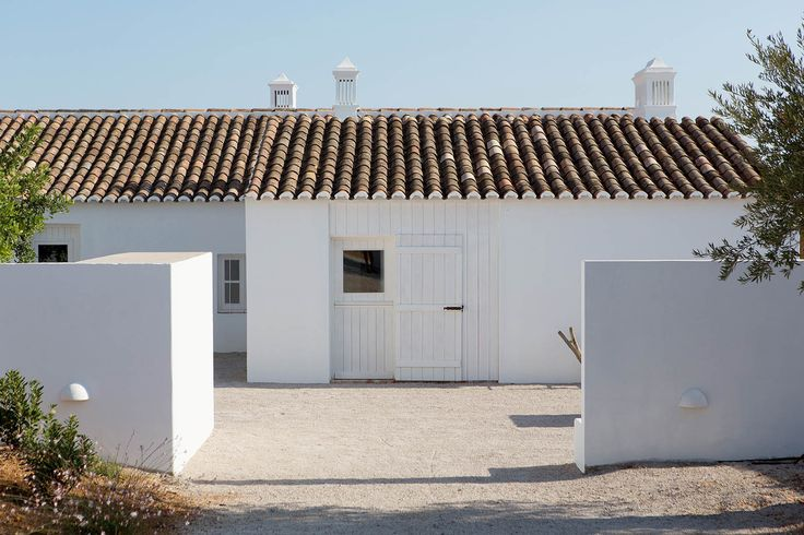 Image 1 of 18 from gallery of Pensão Agricola / atelier Rua. Photograph by Miguel Manso