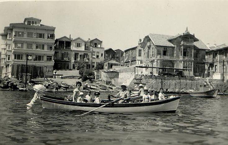 Bakırköy Sahili. (henüz sahil yolu yapılmamışken)