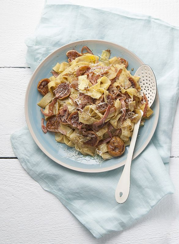 Pappardelle with figs ang bacon. Cookbook magazine  www.studiom.gr