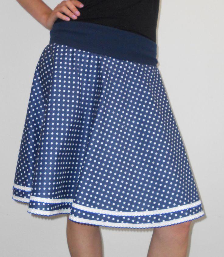 Půlkolová sukně Půlkolová sukně, vyrobená ze 100% bavlny. V pase naplet 68 cm (v nenataženém stavu), délka 56 cm. Sukni mohu ušít také na míru. Kabelku k sukýnce najdete tady http://www.fler.cz/zbozi?ucat=35463