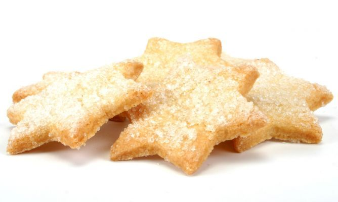 Receta de Galletas de Navidad 250 gr de mantequilla 250 gr de azúcar glas 1 huevo 450 gr de harina (aproximadamente) licor de naranja (opcional) Para decorar las galletas: azúcar huevo batido  http://www.hogarutil.com/cocina/recetas/postres/201311/galletas-navidad-22197.html
