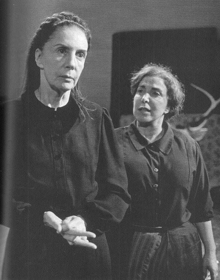 "Elena Tasisto y MIrta Busnelli ""La Casa de Bernarda Alba"" 2002"
