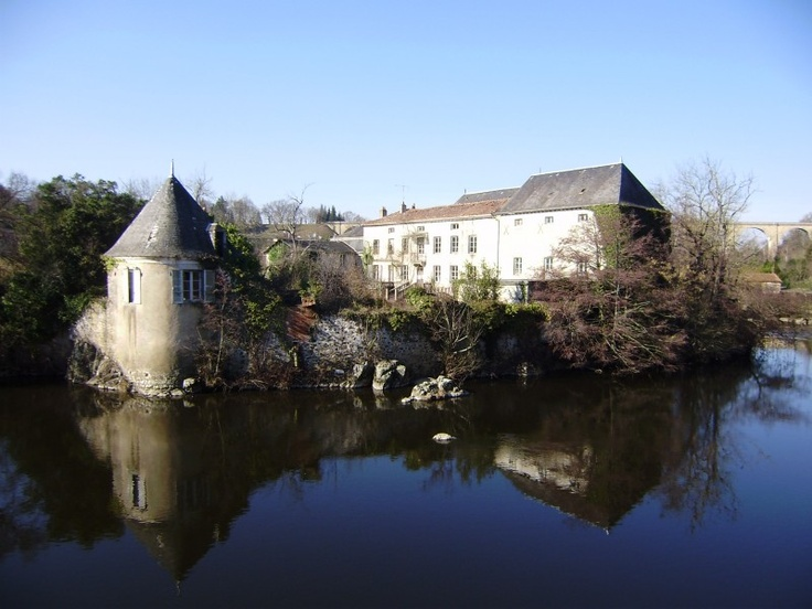 L'Isle-Jourdain France  city photo : ancient mill and fort on a private island,