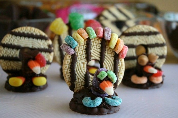 Thanksgiving Turkey Cookie Kid Activity | Snackpicks - Ideas to Snack On