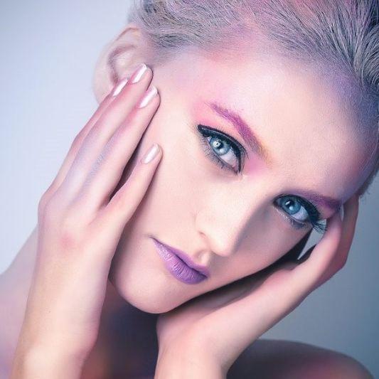 Makeup artist Mara Radulescu