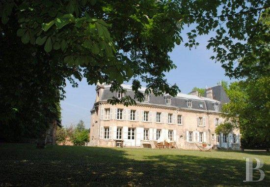 A 10 minutes de Compiègne, proche forêt, château 19ème S., avec écuries et parc - châteaux à vendre - picardie - Patrice Besse Châteaux et Demeures de France, agence immobilière spécialisée dans la vente de châteaux, demeures historiques et tout édifice de caractère. $980,000