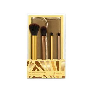 Habillés d'une couleur bronze et or, ces 4 must-haves vous permettront de sculpter votre visage et votre regard, même perdue dans la savane. Ce kit contient : - 1 pinceau poudre - 1 pinceau fond de teint - 1 pinceau ombre à paupières - 1 pinceau estompeur
