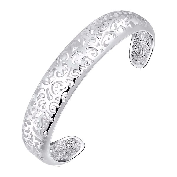 Milan Fashion Cuff @ Fig & Wattle  London, Paris, Rome and New York, all the major fashion hubs are championing the bracelet/cuff this season. Stay on top of the trend with this gorgeous silver bracelet. Wear high on the forearm or low and loose around the wrist.