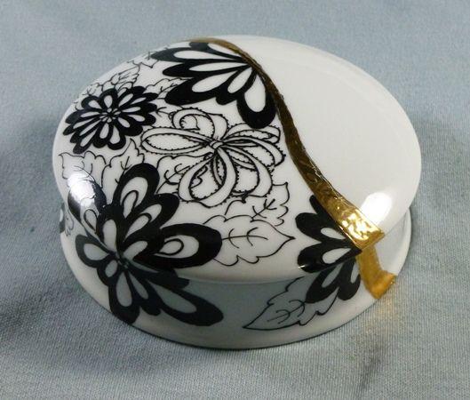 Black&White Round Box - 03.2011.JPG