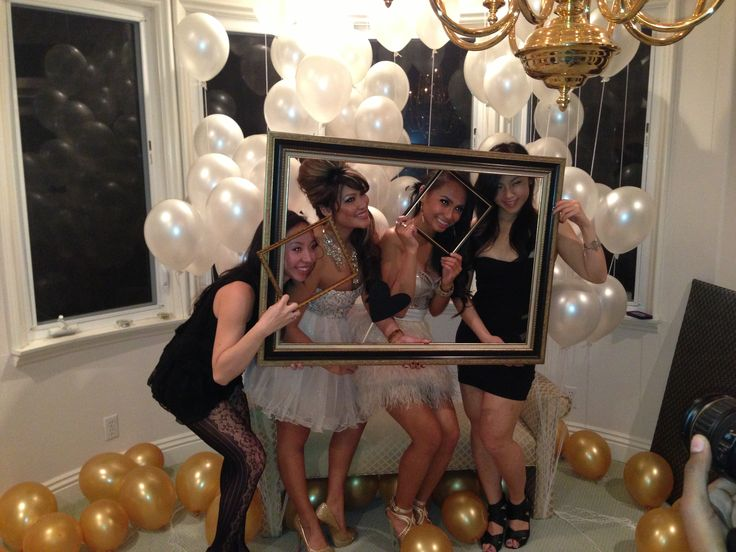 Golden  idea! Make a photo booth room with gold lame glitter background fabric, and additional small gold frames!