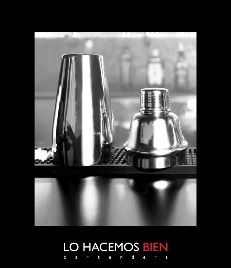 Tip: La Coctelera    La coctelera se usa cuando preparamos cocktails que tienen ingredientes de diferentes densidades, para homogeneizar y mezclar sabores y texturas.     Para el buen uso de la coctelera es importante:   Nunca pongas bebidas gaseosas, pone el hielo necesario para enfriar lo más rápidamente posible evitando aguar el cocktail, nunca la golpees para abrirla o cerrarla y siempre lavala entre cocktails preparados, para eliminar el aroma y sabor de los ingredientes.