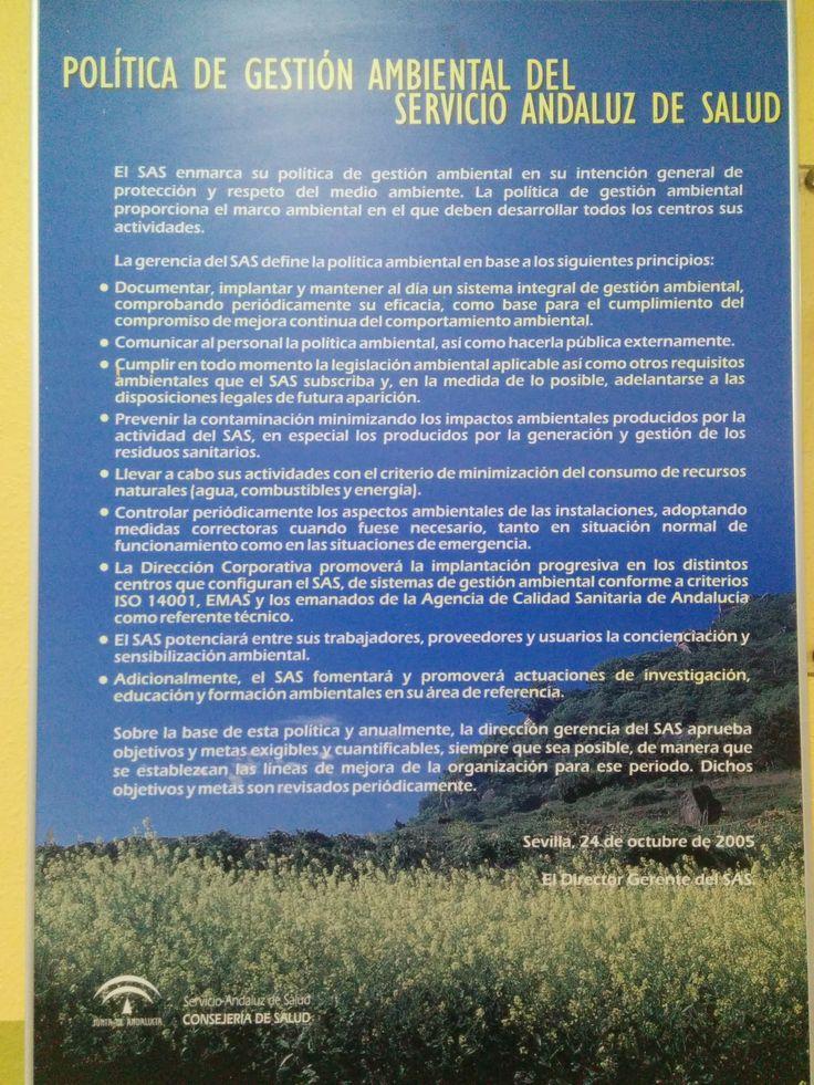 Cartell on s'exposa un llistat de principis en els quals es basa la política ambiental del SAS (Servicio Andaluz de Salud).  Hospital San Agustin a Linares (Jaén), 19 d'abril de 2014.