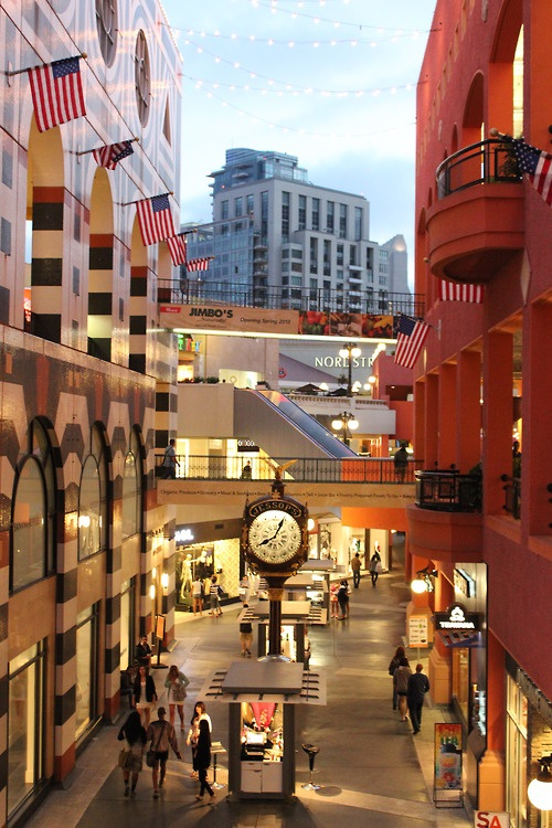 :    horton plaza~ brings a whole lot of childhood memories for Me :)