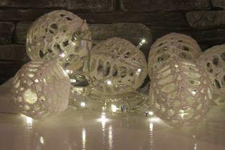KODIN LUMOSSA: Joulukalenteri 8 luukku Virkatut valopallot