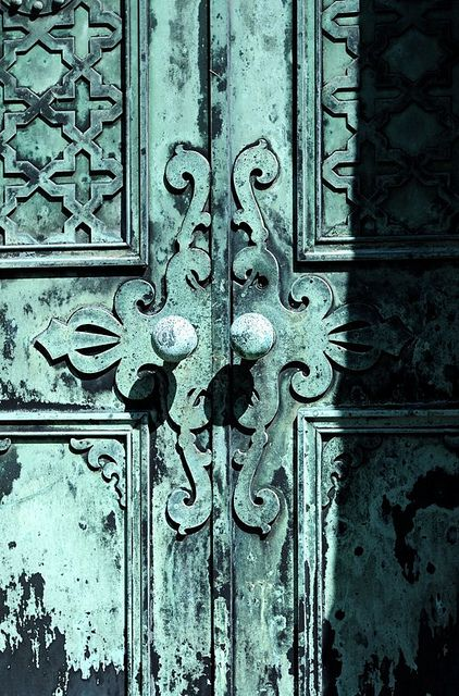 Exquisite color and detail... Door knobs:Shari Kerkhoff via Gail Wilson onto Architectural Beauty