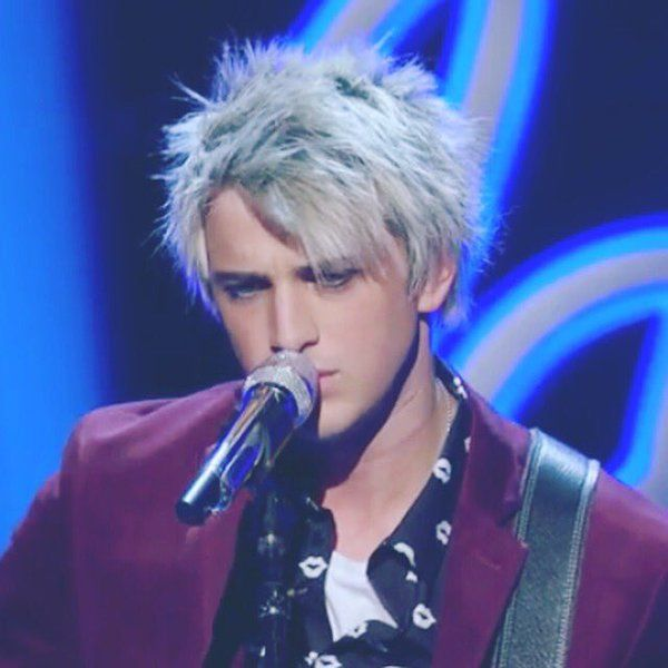 ATTENTION FOLLOWERS!!! If you guys truly appreciate this account and all the lovely things, do me a favor... On Thursday nights, go to americanidol.com and vote for Dalton Rapattoni 10 times! He is really amazing, and he deserves to win! Thanks y'all!