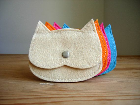cream felt Cat coin purse, kids coin purse tiny pouch kids gift idea, crazy cat lady gift, ,vegan pouch This funny coin purse is made with cream