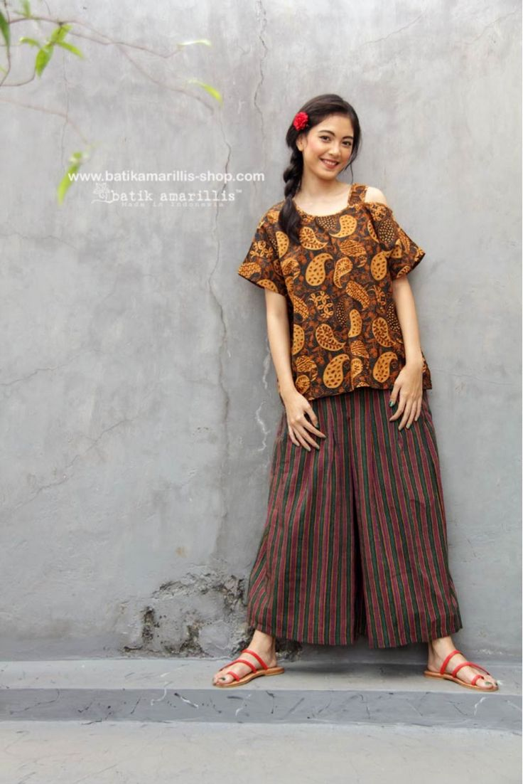 www.batikamarillis-shop.con batik amarillis's breezy blouse 3 in classy & classic Paisley pattern batik Coletan sragen This one shoulder cut out Top is super comfy with cut loose style