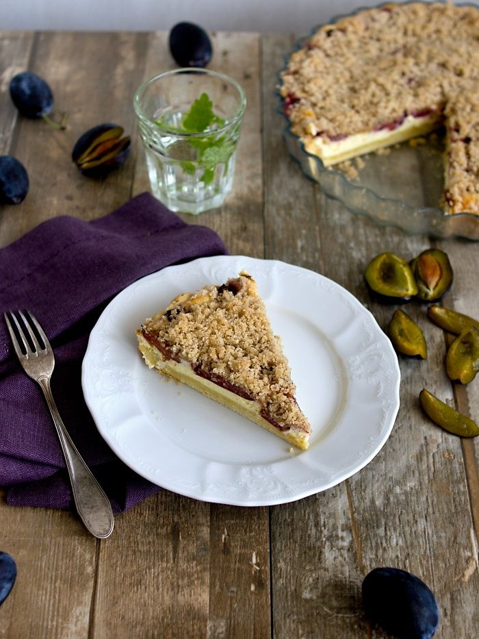 Pradobroty: Linecký koláč plný tvarohu se švestkami a drobenko...