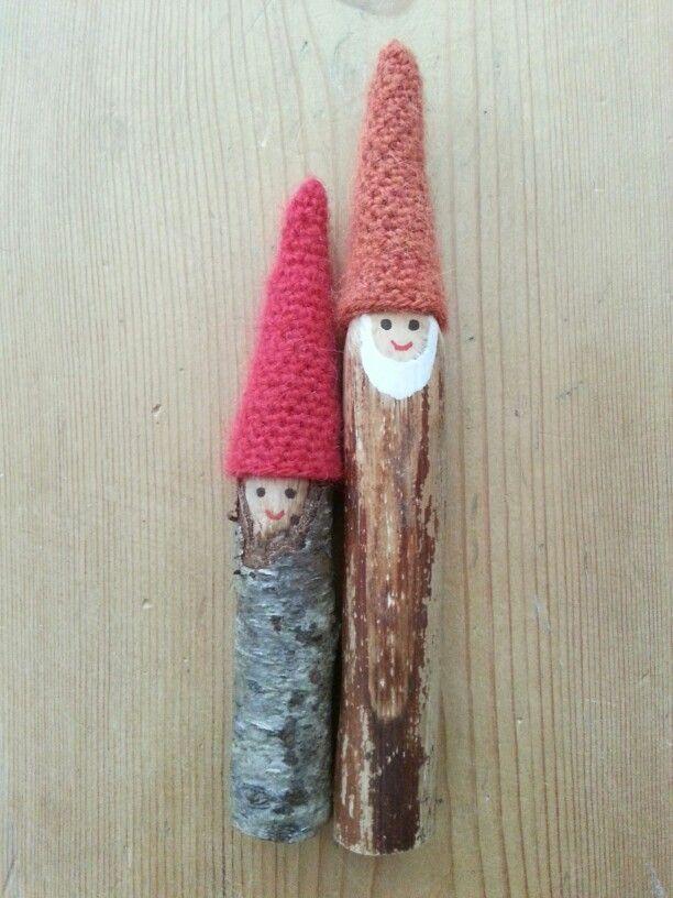 Kabouter stokjes met gehaakte muts, twig gnomes with crochet cap.. bij KikiLief °kikilief.blogspot.nl°