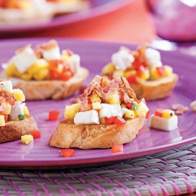 Crostinis au brie, bacon et salsa de mangue - Recettes - Cuisine et nutrition - Pratico Pratique