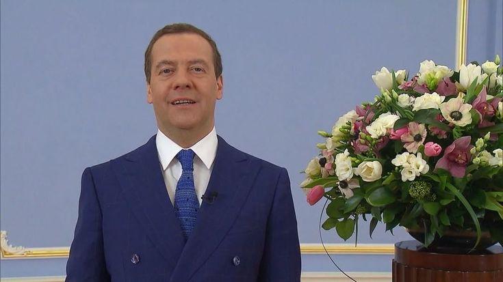"""73.8 mil Me gusta, 2,023 comentarios - Дмитрий Медведев (@damedvedev) en Instagram: """"С праздником, дорогие женщины! Будьте здоровы, счастливы и любимы!"""""""