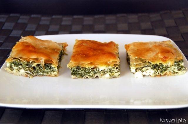 La Spanakopita ( σπανάκι 'spinaci' + πίτα 'torta') è una torta salata tipica della cucina greca composta da uno scrigno di strati di pasta phyllo (La pasta