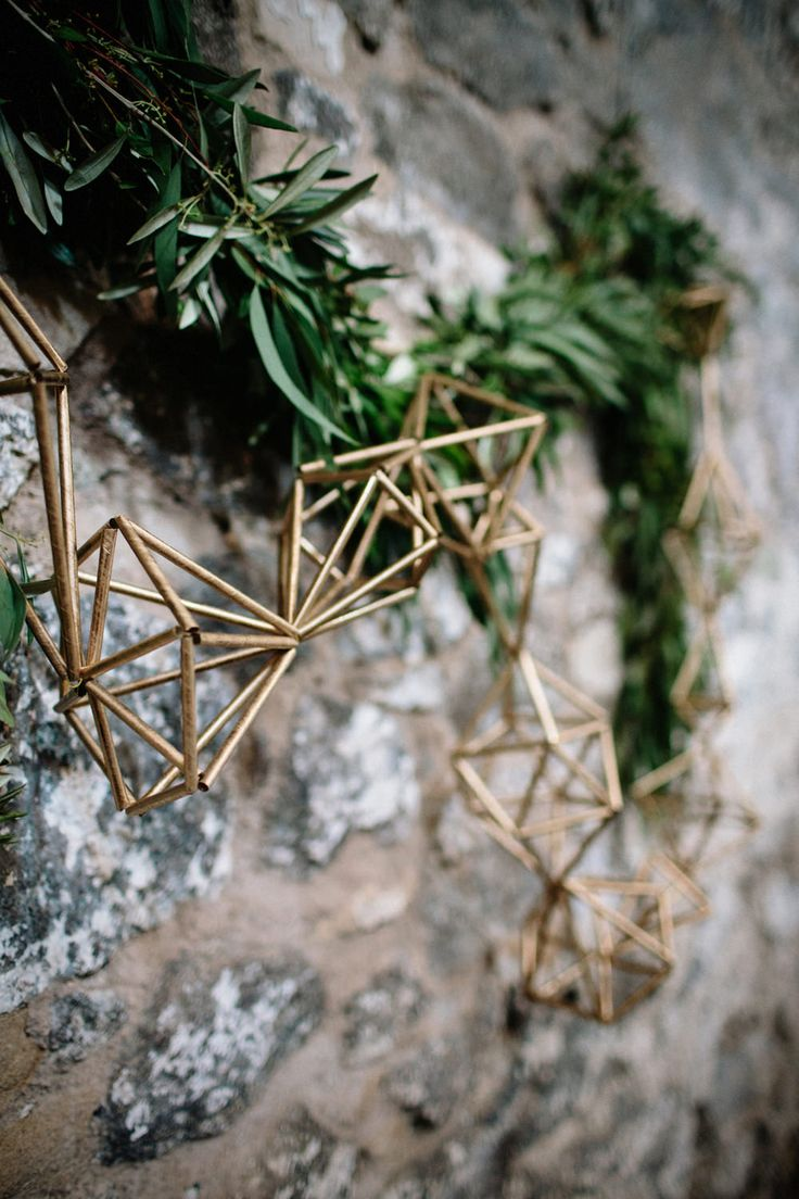 Greenery & Gold Geometric Garland | Byre at Inchyra Wedding Venue | The Old Cow Barn in Scotland | Rustic Barn Wedding | Contemporary Decor | Greenery & Pink Florals | Gold Accents | Images by Claudia Rose Carter | http://www.rockmywedding.co.uk/layla-alastair/