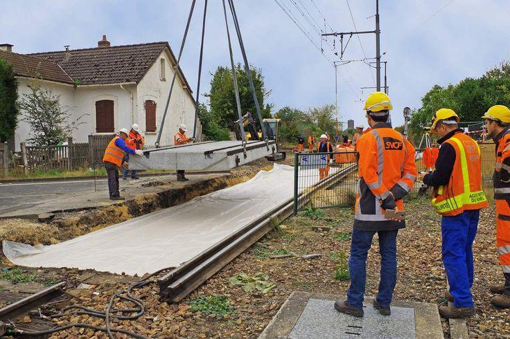 Contraint par un trafic routier très intense sur le Passage à Niveau n°48 situé à Malesherbes (Loiret), la SNCF a décidé de mettre en place une solution durable en choisissant des dalles porte-rail Chapsol.