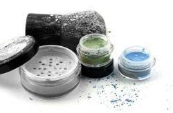 c/o naturkosmetik - Mineral Ögonskugga, 1 g  Färger: Sand, Onyx, Pärlrosa, Ljus lila, Mörk lila, Tallbark, Turkos, 24 Carat  Återförsäljare: Salong Gaiaa ;)