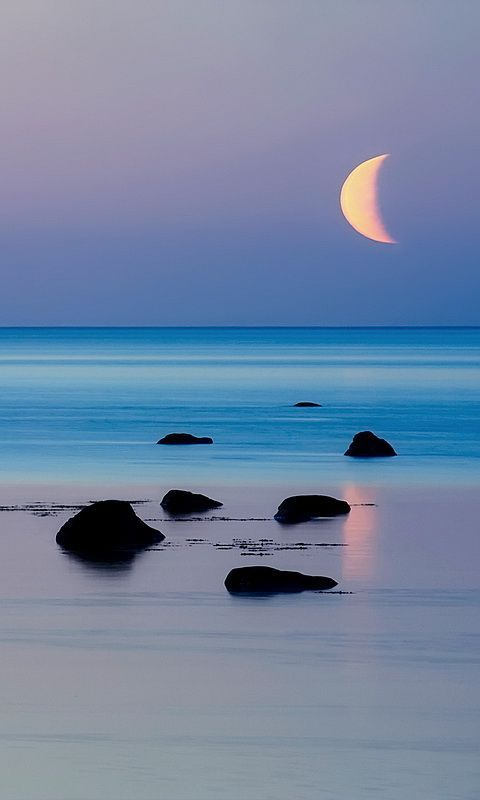 waves pulled softly by the waxing and waning of the moons soft light