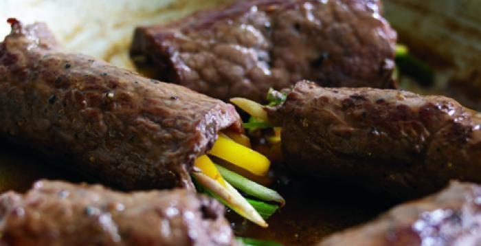 Estrenamos la primavera con esta deliciosa receta Rollos de carne con calabacín y pimiento amarillo http://www.carnivorosgourmet.es/ver_recetas_sencillas.php?id_receta=402 #recetas