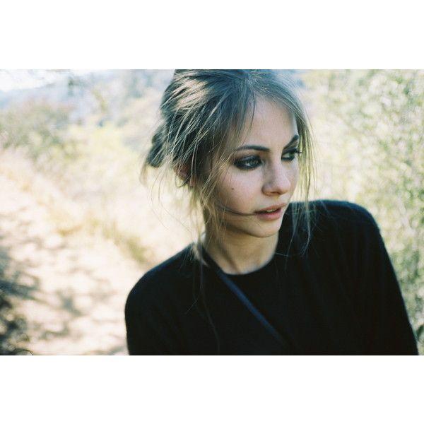 Willa Holland (Newport Beach - Kaitlin) - (Gossip Girl - Agnes) - (Arrow - Thea Queen)