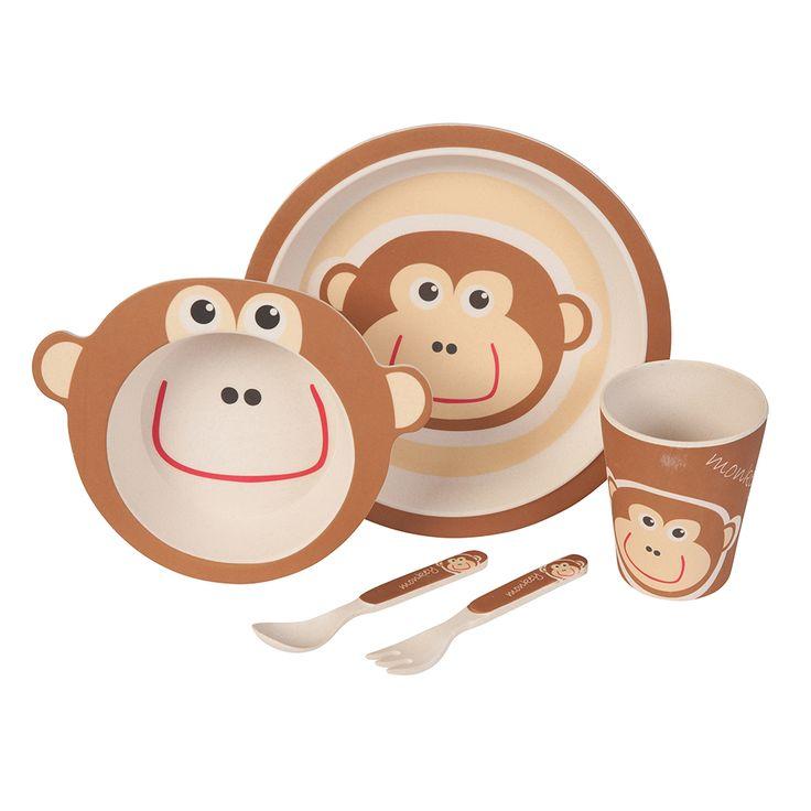 Unser Bambus Geschirrset mit niedlichem Affen Motiv zaubert jedem Kind ein Lächeln ins Gesicht. Das farbenfrohe und kindgerechte Design verwandelt jedes Essen in ein Abenteuer. Dank seiner ergonomischen Form und seiner guten Haptik ist es wunderbar für kleine Kinderhände geeignet. Das Set besteht aus 5 Teilen und beinhaltet einen Teller, eine Schale, einen Becher sowie eine Gabel und einen Löffel. Das Geschirr ist lebensmittelecht, frei von BPA und kann bei Bedarf sogar in die Spülmaschine